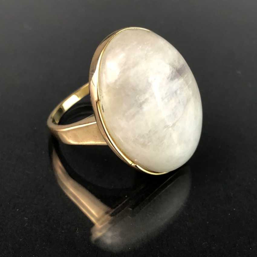 Ladies ring with a large regular moon stone. Yellow gold 375. Very nice. - photo 3