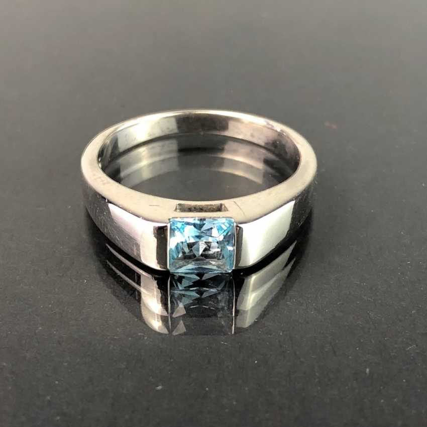 Timeless ladies ring: Topaz in the Swiss blue. Silver 925 rhodium-plated, very solid, very good. - photo 1