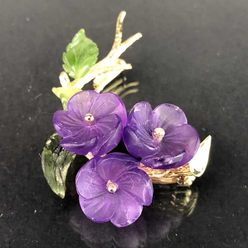 Exclusive Jade-Amethyst-And-Diamond Brooch: Bouquet Of Violets, Yellow Gold 585,1. Half of the 20. Century Unique! - photo 1
