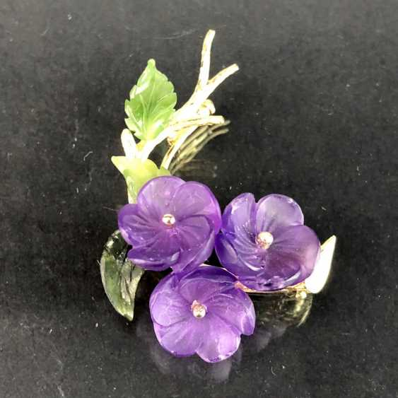 Exclusive Jade-Amethyst-And-Diamond Brooch: Bouquet Of Violets, Yellow Gold 585,1. Half of the 20. Century Unique! - photo 2