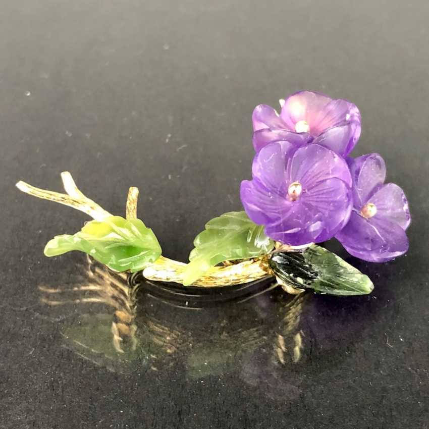 Exclusive Jade-Amethyst-And-Diamond Brooch: Bouquet Of Violets, Yellow Gold 585,1. Half of the 20. Century Unique! - photo 3