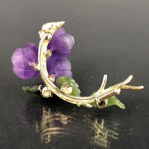 Exclusive Jade-Amethyst-And-Diamond Brooch: Bouquet Of Violets, Yellow Gold 585,1. Half of the 20. Century Unique! - photo 5