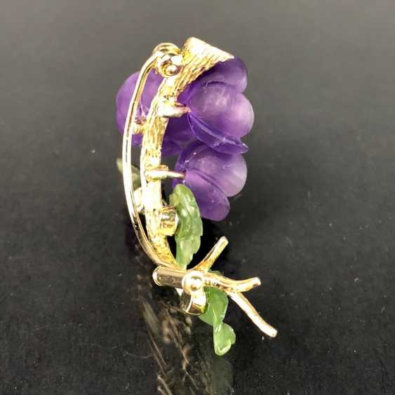 Exclusive Jade-Amethyst-And-Diamond Brooch: Bouquet Of Violets, Yellow Gold 585,1. Half of the 20. Century Unique! - photo 6