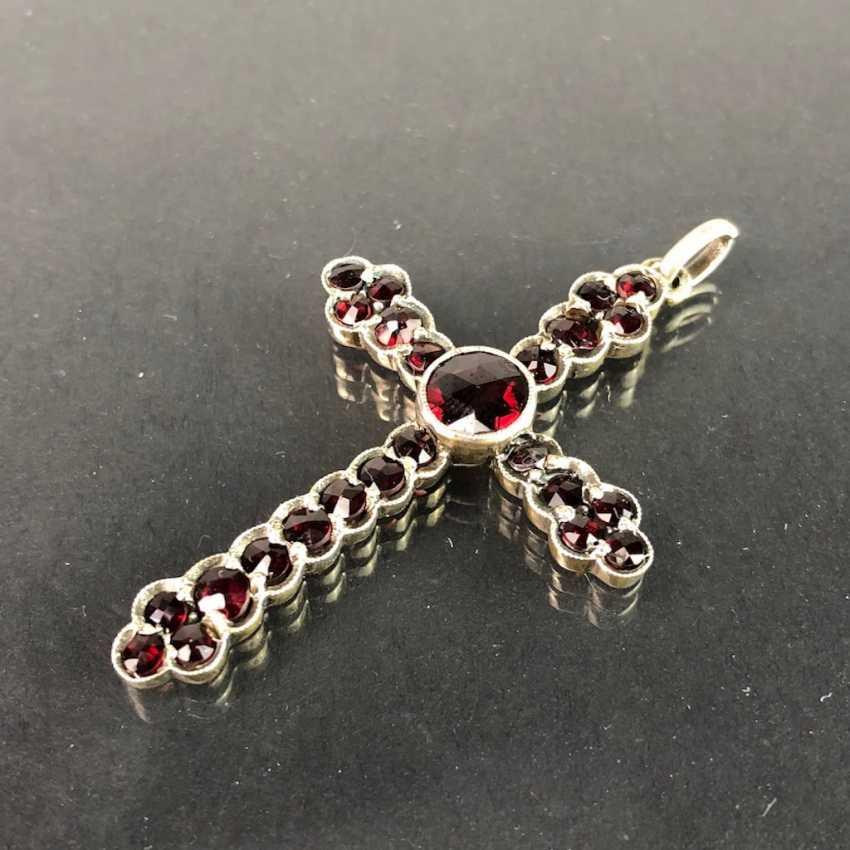 Cross pendant: Bohemian garnets set in silver gilt. - photo 2