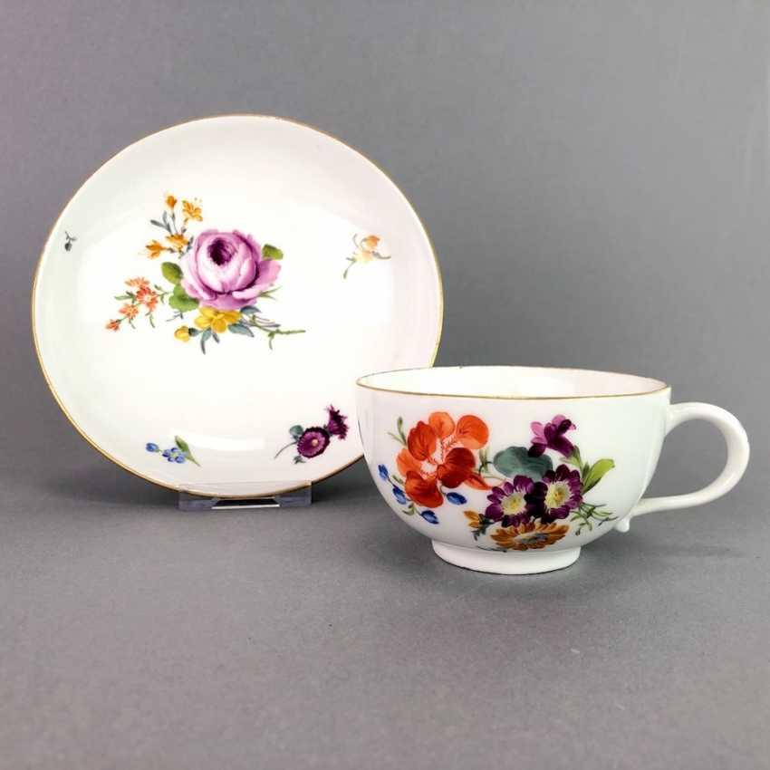Johann Joachim Kaendler for Meissen porcelain: Cup and saucer. To 1760. Flower bouquett. Rare, very good. - photo 1