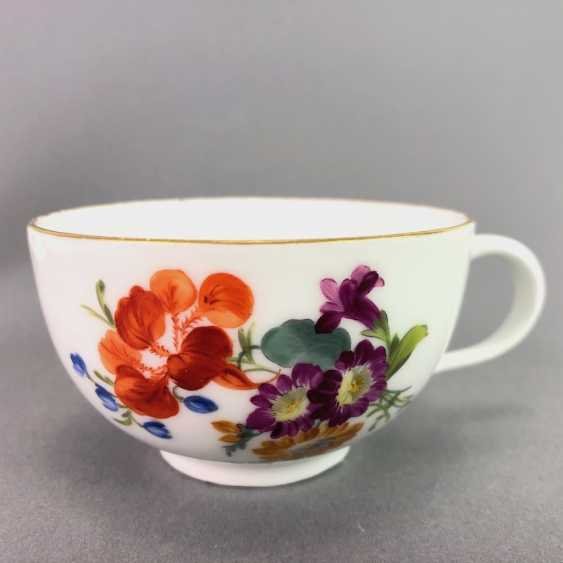 Johann Joachim Kaendler for Meissen porcelain: Cup and saucer. To 1760. Flower bouquett. Rare, very good. - photo 5