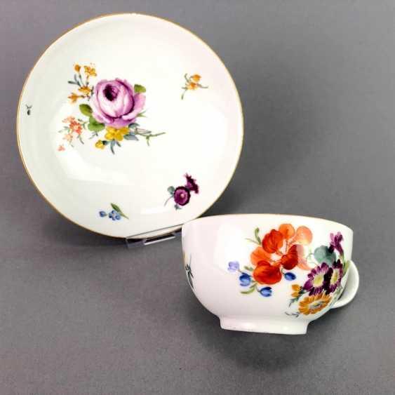 Johann Joachim Kaendler for Meissen porcelain: Cup and saucer. To 1760. Flower bouquett. Rare, very good. - photo 6