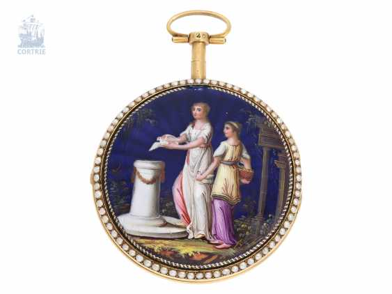 Pocket watch: exquisite, big Gold/enamel Spindeluhr with a magnifying glass painting of fine quality, as well as Beadwork, signed by PC No. 2208, France, CA. 1795 - photo 1