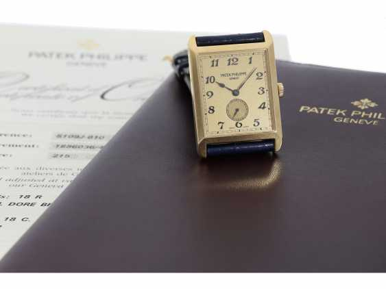 "Watch: very large, rectangular, 18K yellow Gold gentleman's wrist watch Patek Philippe ""Gondolo Rectangulaire Jumbo"", Ref.5109J, from the year 2005, excellent condition, with papers - photo 3"