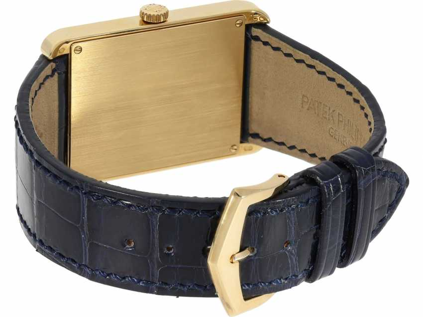 "Watch: very large, rectangular, 18K yellow Gold gentleman's wrist watch Patek Philippe ""Gondolo Rectangulaire Jumbo"", Ref.5109J, from the year 2005, excellent condition, with papers - photo 5"