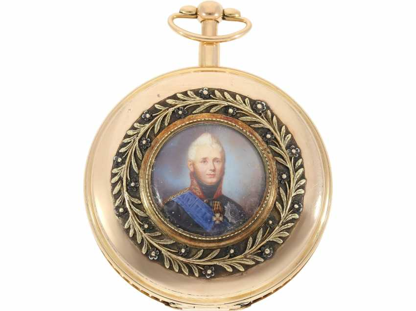 Pocket watch: unusual, unique gold savonnette with back enamel magnifying glass painting, probably Imperial Präsentuhr, Portrait of Alexander I., Czar of Russia, Dubois et Fils, No. 5600, approx. 1820 - photo 1