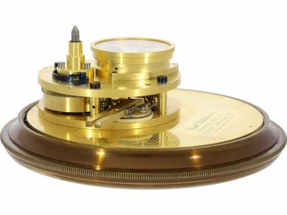"""Marine chronometer: an important marine chronometer with sweep seconds and additional very rare electric minute impulse, Paul Ditisheim """"Central Seconds Marine Chronometer, mon.1011"""", CA. 1920 - photo 2"""