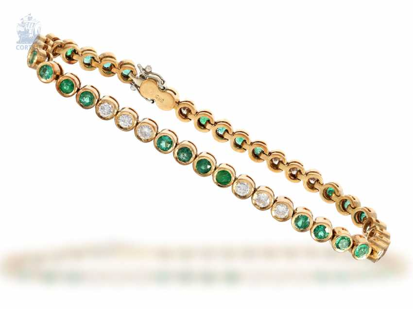 Bracelet: decorative, hand-crafted vintage tennis bracelet with emerald - and brilliant-trim, approx. 4ct, new-old-stock, with label, NP 9800,-DM - photo 3