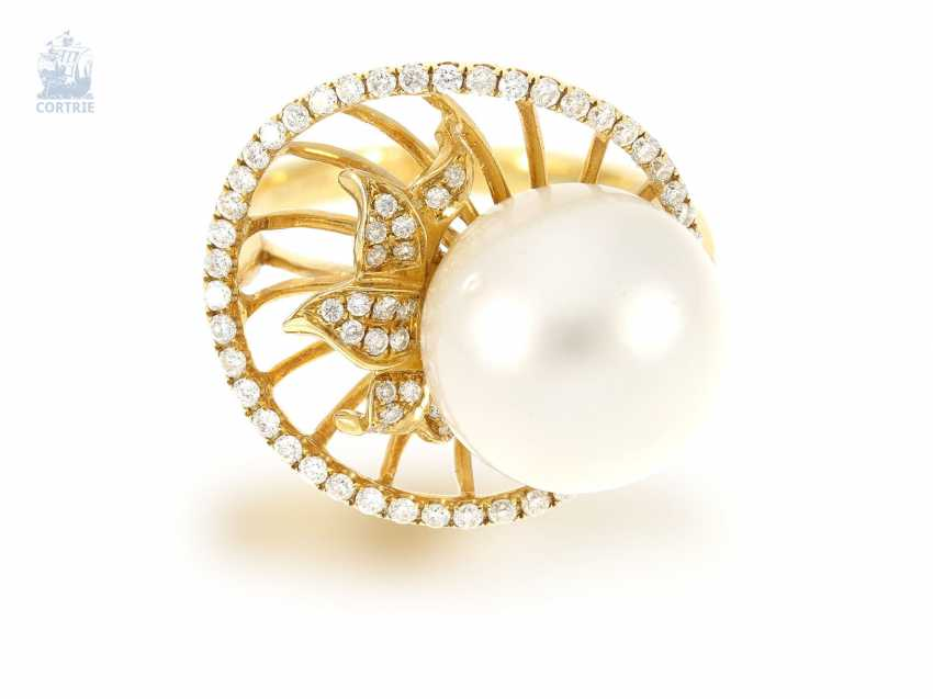 Ring: exceptional, elaborately crafted gold ring wrought with great, fine South sea cultured pearl and brilliant-cut diamonds, NP. 2400€, unworn - photo 1