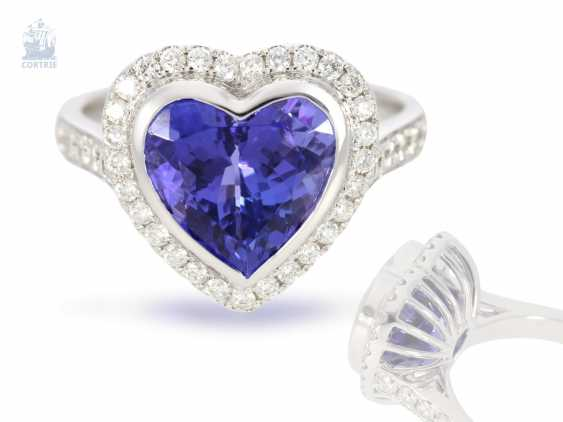 Ring: very high-quality gold-wrought ring with a beautiful heart tanzanite and fine diamonds, never worn from a business resolution - photo 1