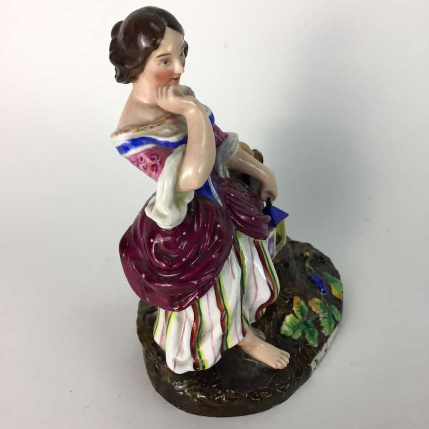 Decorative figure / porcelain figure / vase figure: lady with a bird house on a tree stump, painted. 19. Century - photo 2