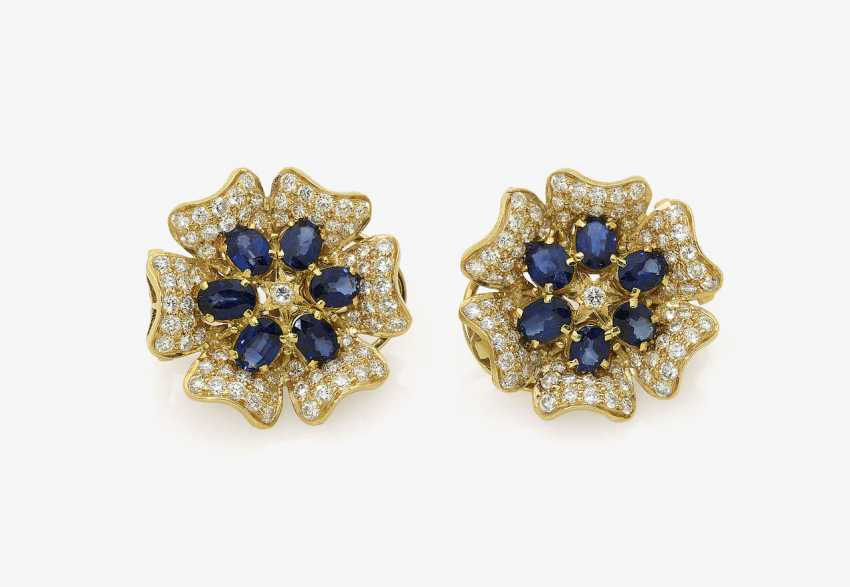 A Pair of clip earrings in the Form of a flower with sapphires and diamonds. Probably Germany - photo 1