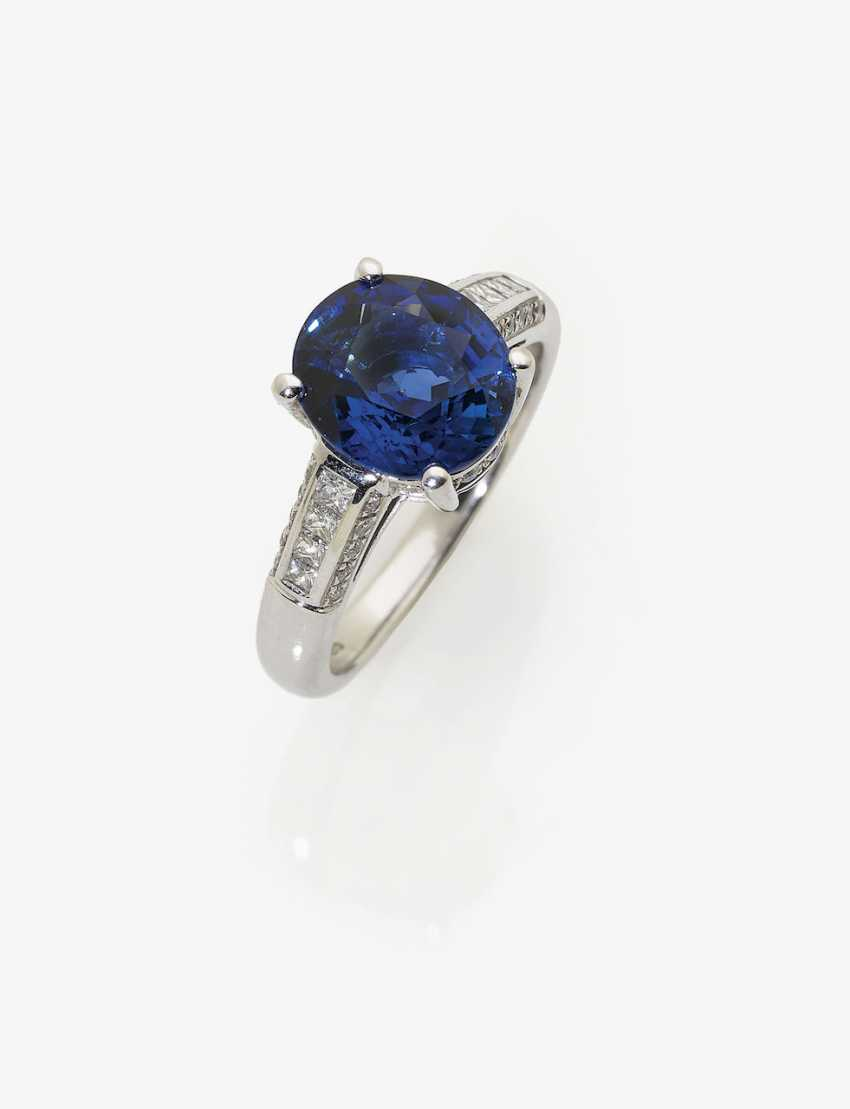 Classic Ceylon sapphire ring with diamonds. London, 1961 - photo 1