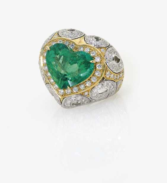 Ring with large emerald and diamonds. Italy - photo 2