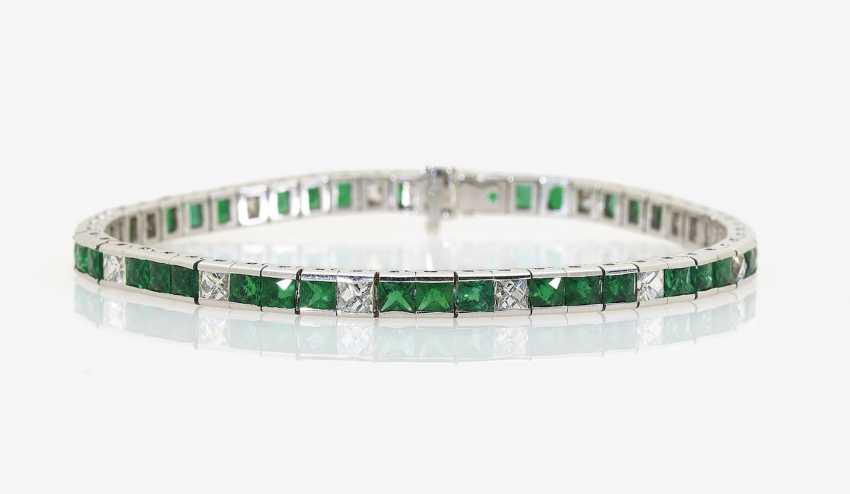 Rivièrearmband with emeralds and diamonds. Germany, 1990s-2000s - photo 1