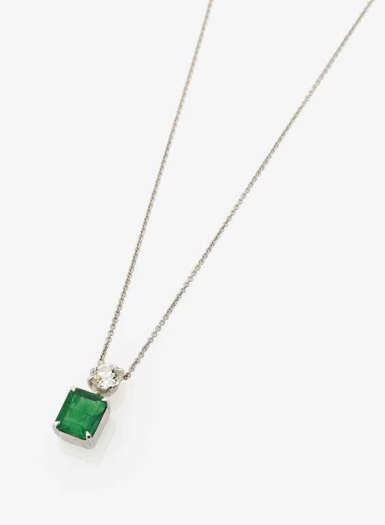 Classic Pendant with a Colombian emerald and diamond. Germany, 1980s - photo 1