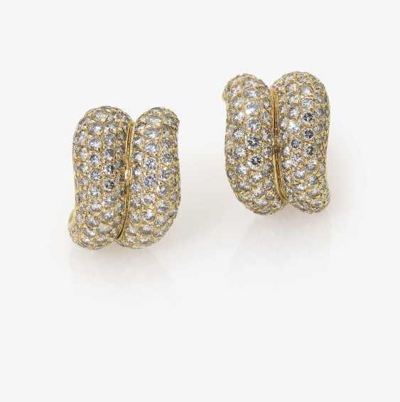 A Pair of clip-on earrings with brilliant-cut diamonds. Paris, O. J. PERRIN - photo 1