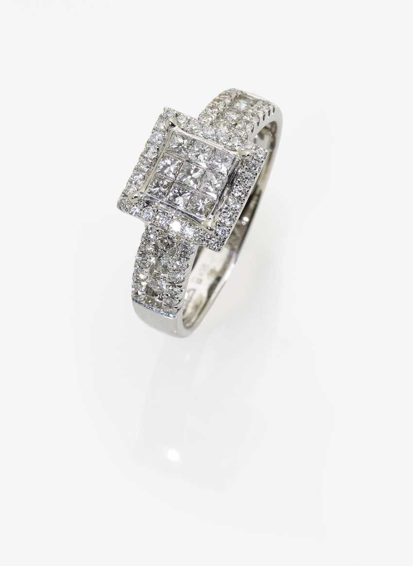 Modified entourage ring with brilliant and diamonds in the Princess Cut. Germany, 2000s - photo 1