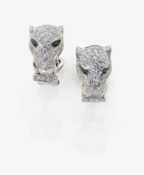 A Few ohrsteck clips in the Form of a Panther set with diamonds and emeralds. Germany, 2000s - photo 1