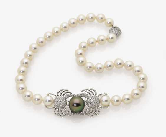 Akoya cultured pearls chain with a crab-shaped decorative part. 1990s, TIFFANY & CO - photo 1
