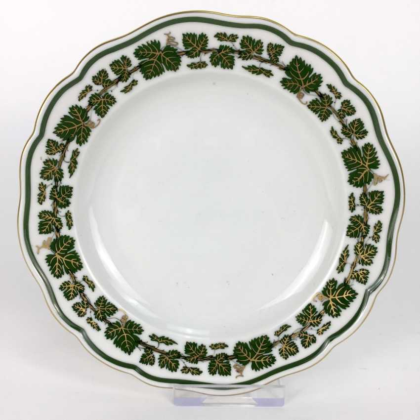 Plates, Meissen porcelain, vine leaves with gold decoration and gold rim, very good. - photo 1
