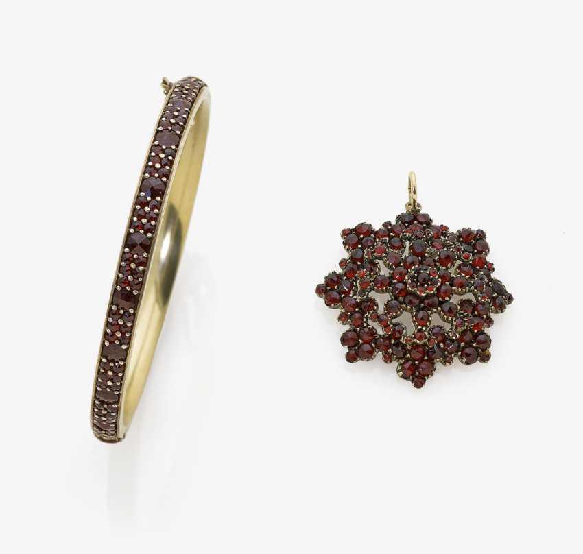 Garnet bracelet and garnet pendant. Bohemia and Czechoslovakia, 2. Half of the 19th century. Century and 1. Half of the 20. Century - photo 1