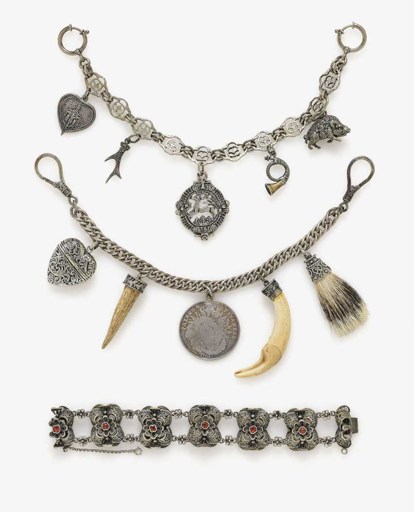 Costume jewelry, necklace, two Charivaris, bracelet, Uhrspange, trailers in pike form, two rings and a Pair of drop earrings. Southern Germany, 1950s - 1960s - photo 1