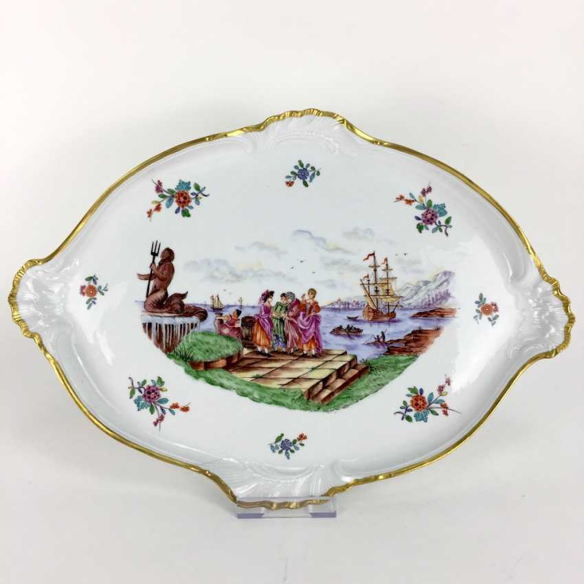 """Large ornate ceremonial plate Meissen porcelain, Kauffartei-scene """"trade at the fountain of Neptune"""", 1860, very good. - photo 1"""