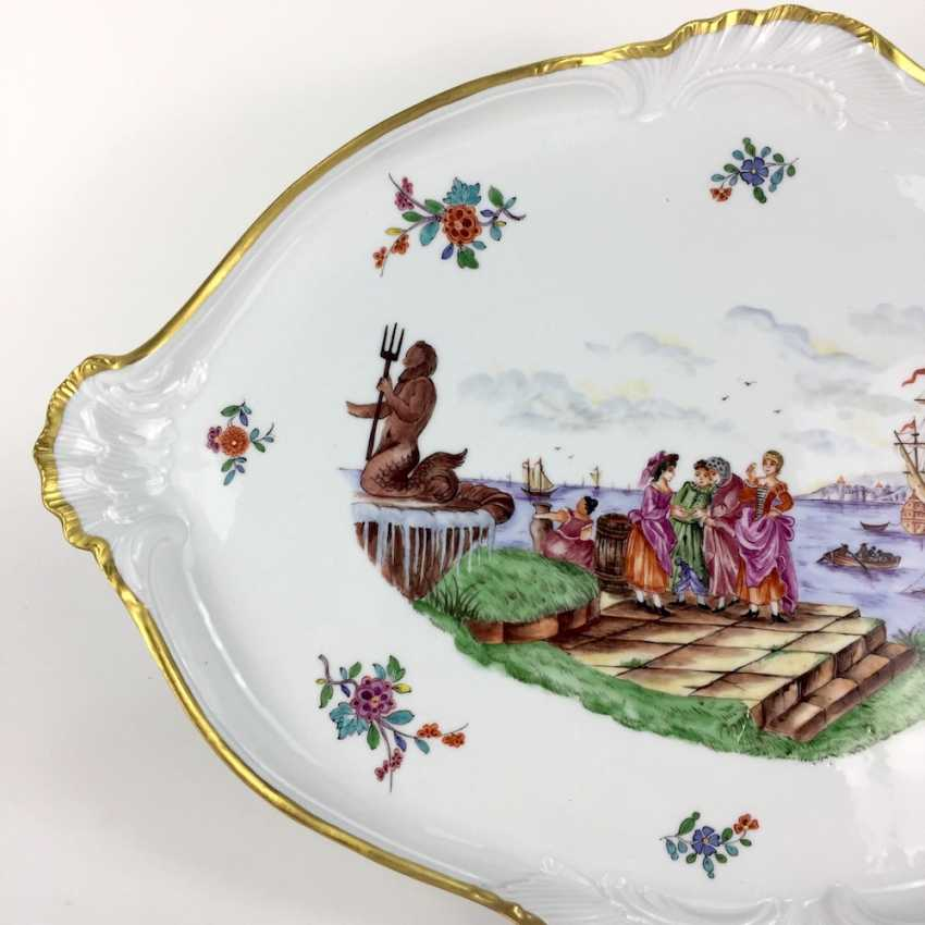 """Large ornate ceremonial plate Meissen porcelain, Kauffartei-scene """"trade at the fountain of Neptune"""", 1860, very good. - photo 2"""