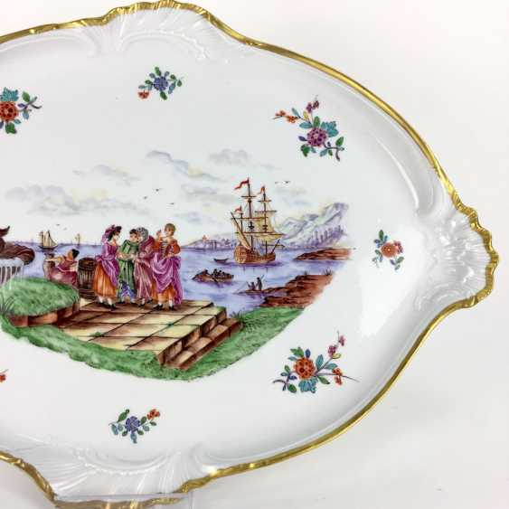 """Large ornate ceremonial plate Meissen porcelain, Kauffartei-scene """"trade at the fountain of Neptune"""", 1860, very good. - photo 3"""