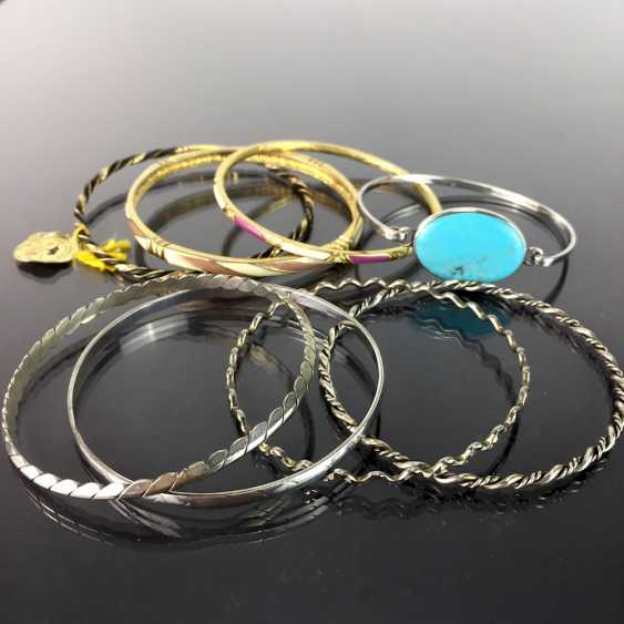 Eight bangles: silver or gold plated, tw. with trim, Tw. with enamel. - photo 1