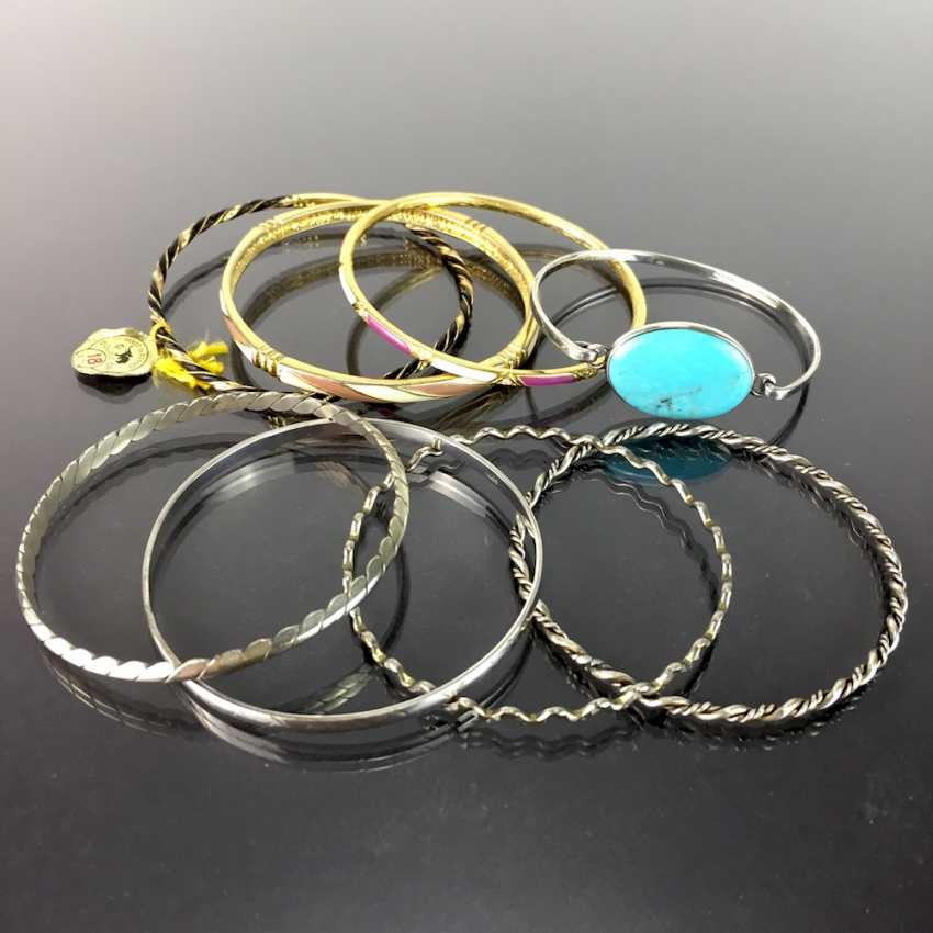 Eight bangles: silver or gold plated, tw. with trim, Tw. with enamel. - photo 2