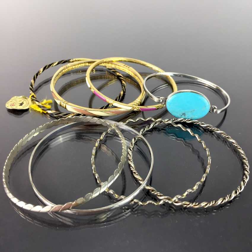 Eight bangles: silver or gold plated, tw. with trim, Tw. with enamel. - photo 3