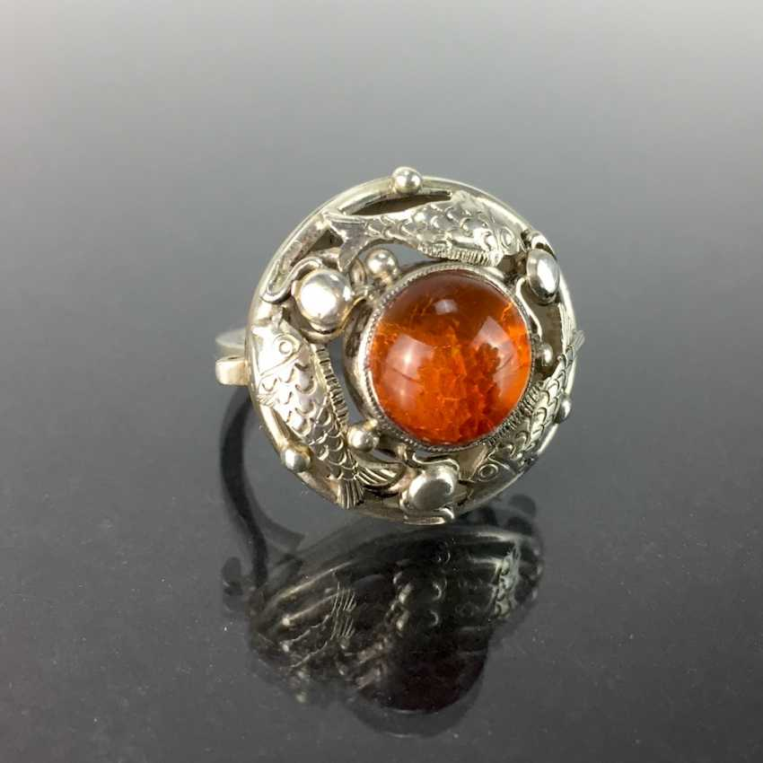 Ladies ring with amber, silver 835, three loaded fish, by hand, around 1930, very nice. - photo 2