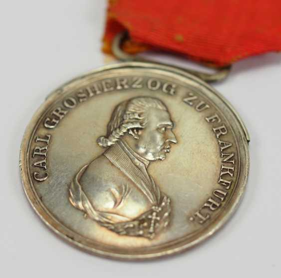 Francfort: Médaille d'honneur du grand-Duc Carl Theodor von Dalberg, en l'Honneur de la Médaille, en Argent, 2. Type. - photo 2