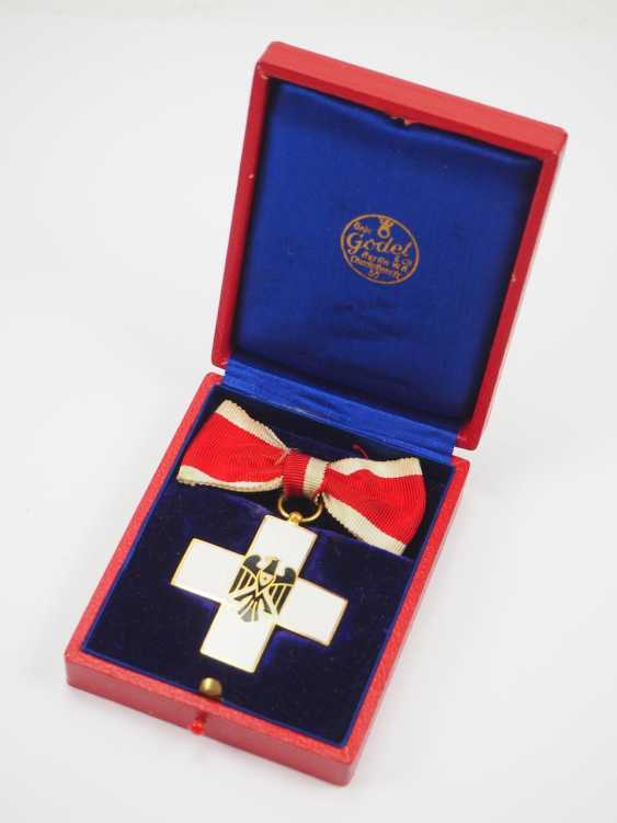 The German Red Cross Badges Of Honor, 2. Model (1934-1937), honor in the gang, in a case. - photo 1