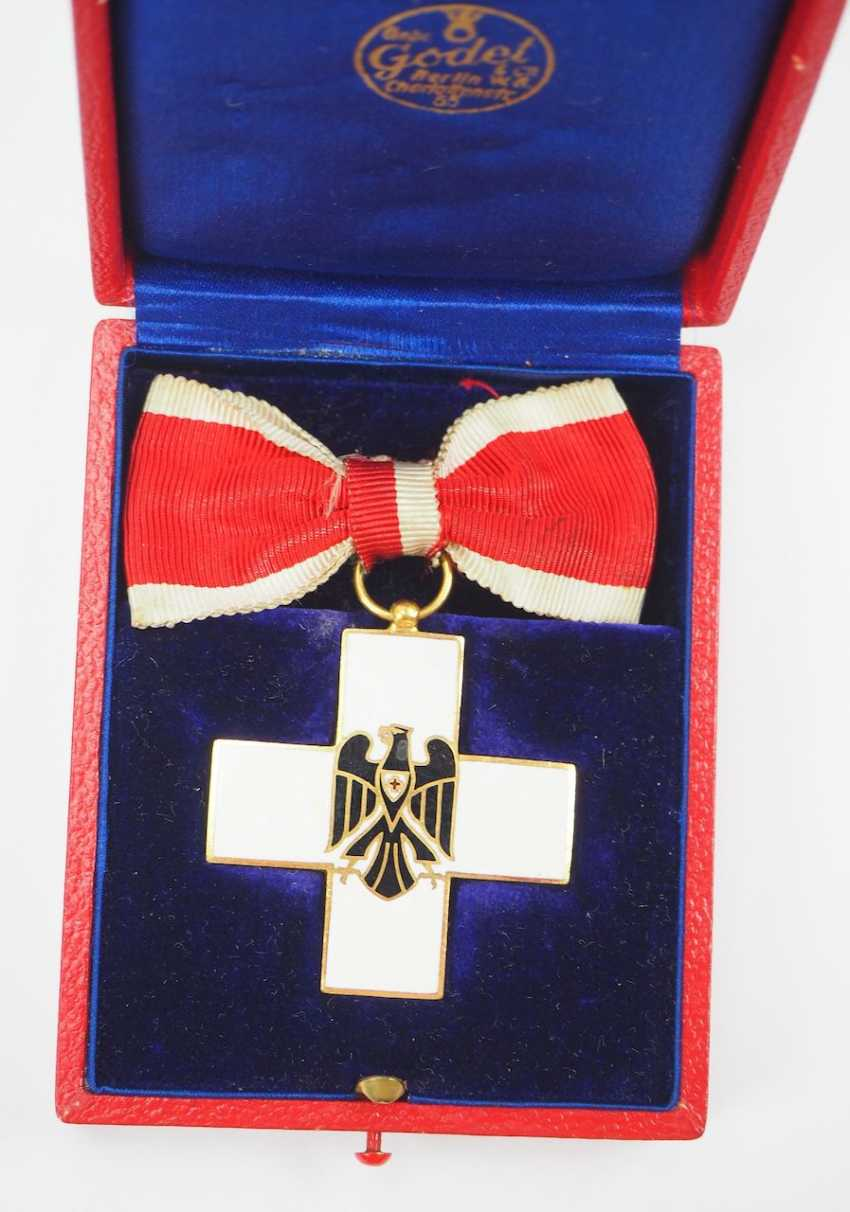 The German Red Cross Badges Of Honor, 2. Model (1934-1937), honor in the gang, in a case. - photo 2