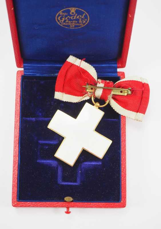 The German Red Cross Badges Of Honor, 2. Model (1934-1937), honor in the gang, in a case. - photo 3