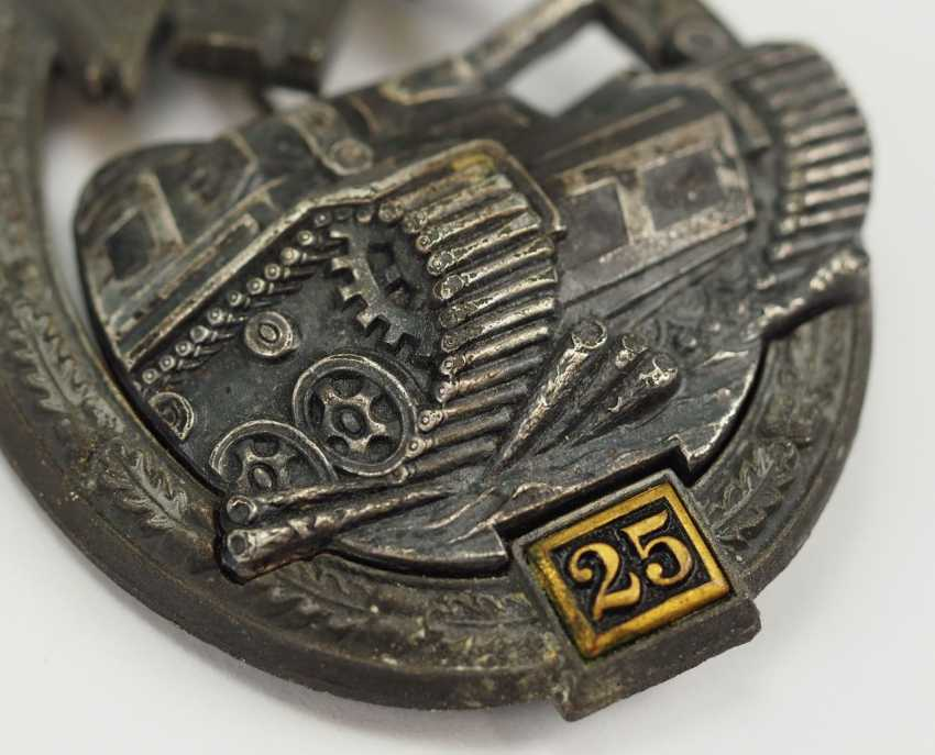Tank battle badge, in silver, with application number 25 - GB. - photo 2