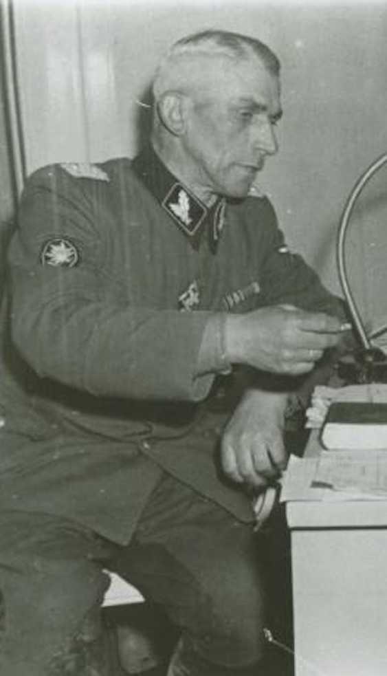 "SS death's head ring of the SS-senior leader, Johann-Georg Goebel - commander of the SS-Gebirgs-artillery-Regiment 6, 6. SS-gebirgs-Division ""Nord"" and winner of the German cross in Gold. - photo 6"