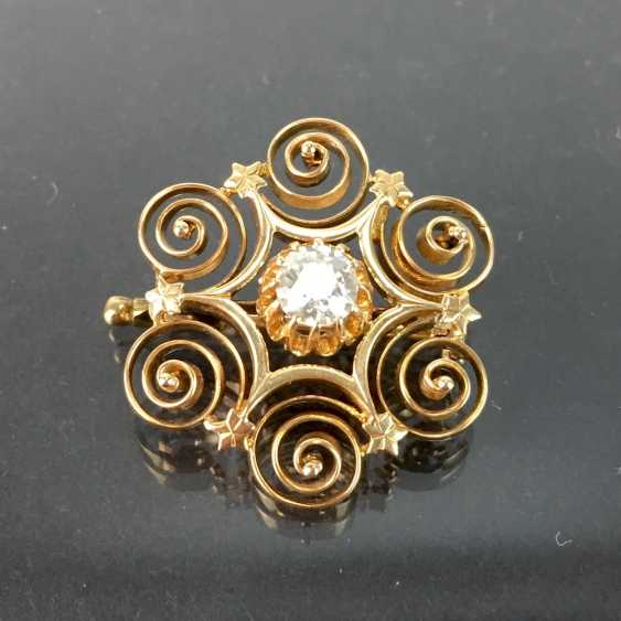 See ladies brooch: brilliant-solitaire of 0.6 - 0.65 carat in yellow gold 585, decorated worked. - photo 1