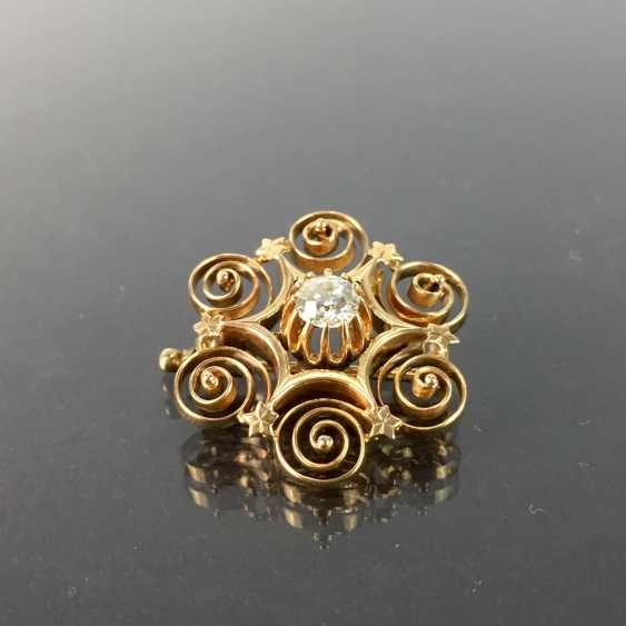 See ladies brooch: brilliant-solitaire of 0.6 - 0.65 carat in yellow gold 585, decorated worked. - photo 2