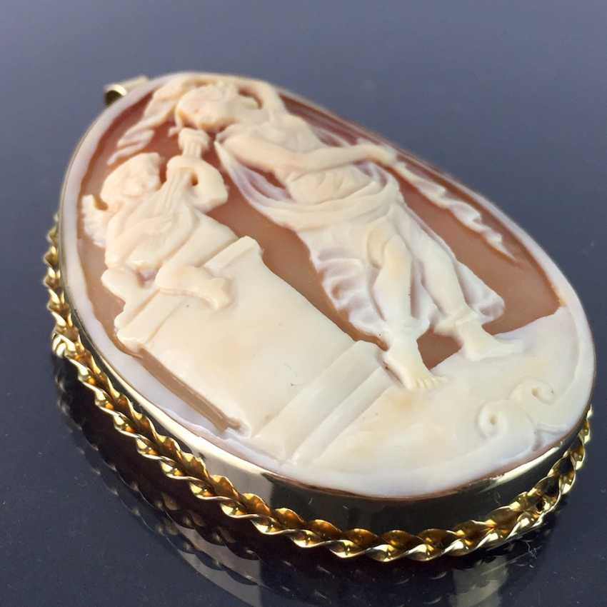 Respectable Kamée brooch / pendant with circumcised and carved shell length: yellow gold 585, very good condition. - photo 4
