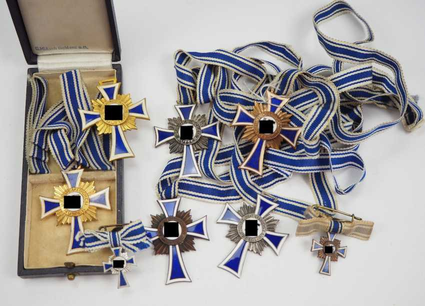 Lot of honor crosses of the German mother. - photo 1