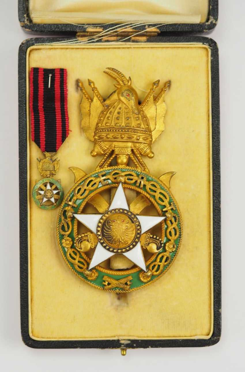 Albania: Skanderbeg Order, 1st Model (1925-1939), officer's decoration, in a case. - photo 3